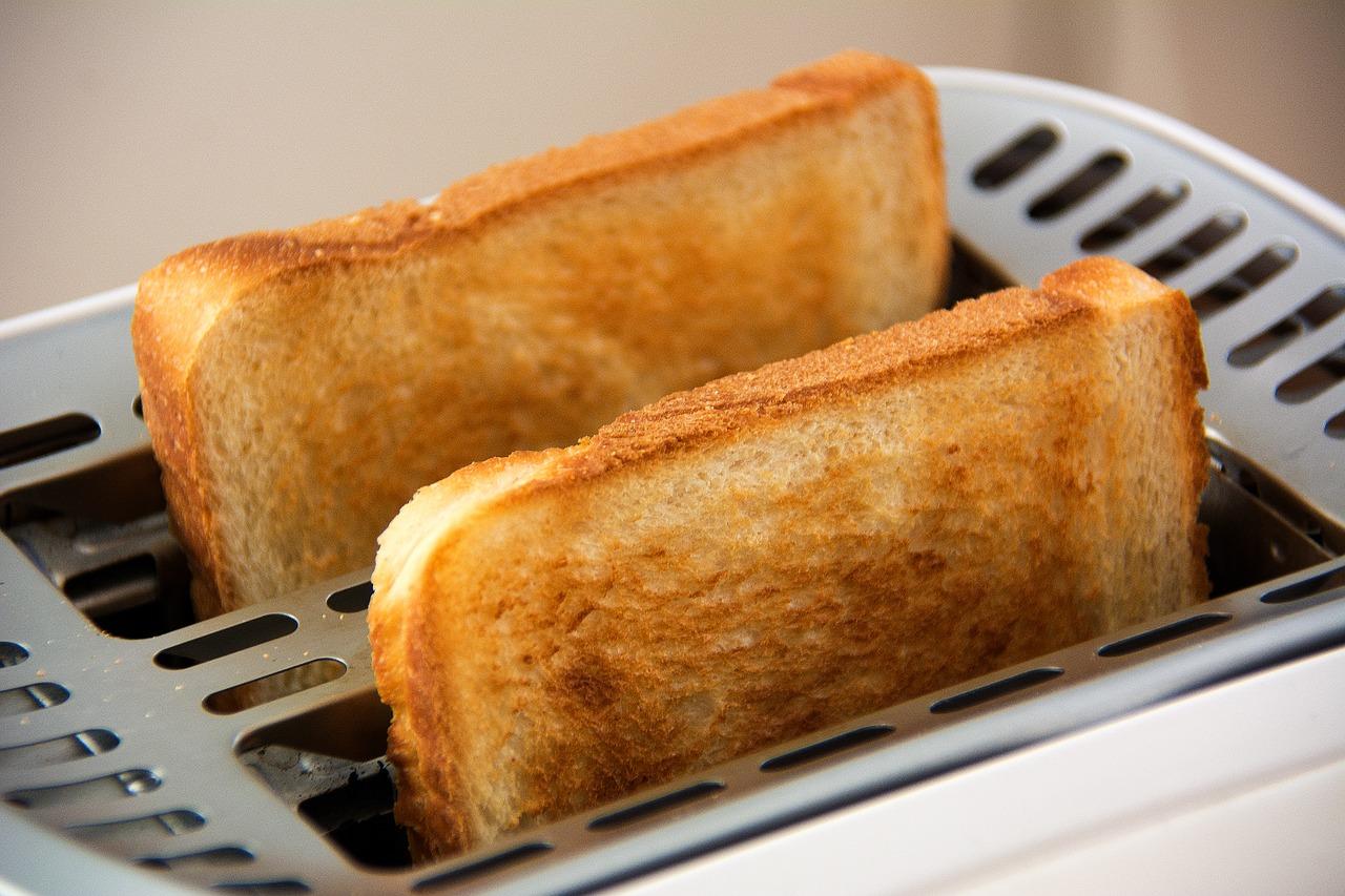 Comment choisir le grille-pain idéal pour déguster un bon petit-déjeuner ?